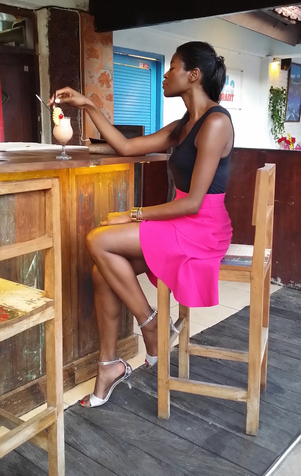pam_Tallfashionblog_h&m_top_clutch_zara_pink_frill_skirt_fioni_silver_sandals