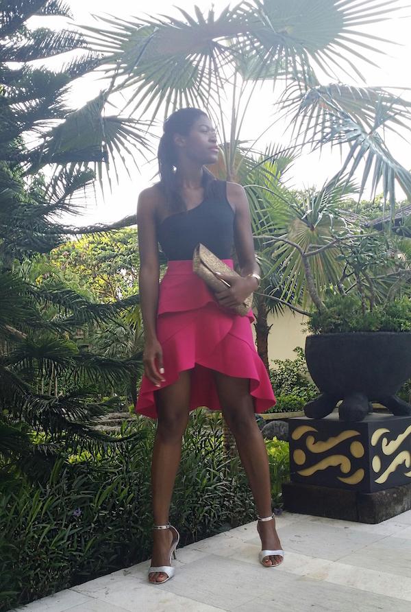 pam_Tallfashionblog_h&m_top_gold_clutch_zara_pink_frill_skirt_fioni_silver_sandals